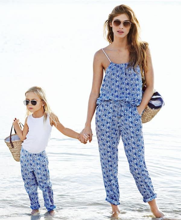 Moda-2015-coordinato-mamma-e-figlia-heM-tuta-per-la-mamma-e-per-la-figlia-tshirt-bianca-con-panatlone-fantasia-tuta